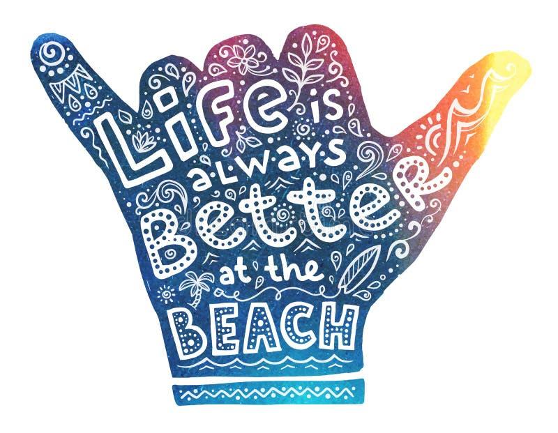 Buntes Surfer shaka Handschattenbild mit weißem Beschriftungsinnere: Das Leben ist immer an der Strand- und Gekritzelart besser stock abbildung