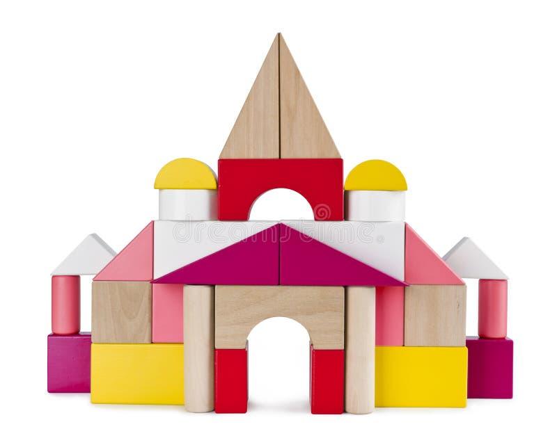 Buntes Turmschloss von den Spielzeugziegelsteinen lokalisiert auf Weiß stockbilder