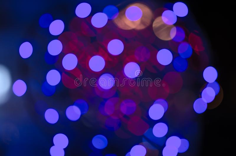 Buntes Unschärfe bokeh feenhaftes StraßenlaterneFestival, Nachtdefocused u. dunkler Hintergrund lizenzfreie abbildung