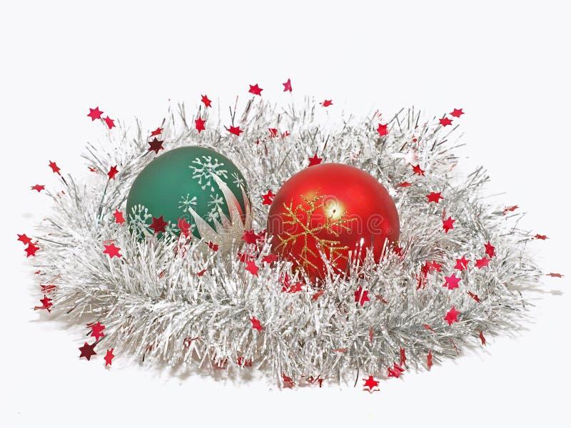 Buntes Weihnachtsbalsl und -dekoration. stockfoto