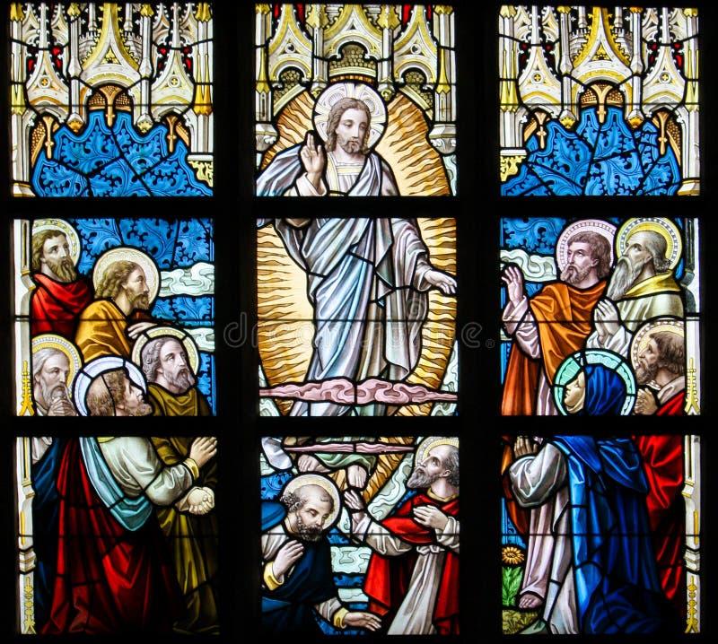Buntglas - Besteigung von Jesus lizenzfreie stockfotografie