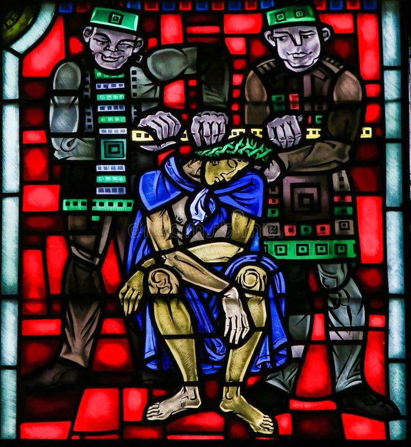 Buntglas in den Würmern - Folterung von Jesus an Karfreitag stockbild