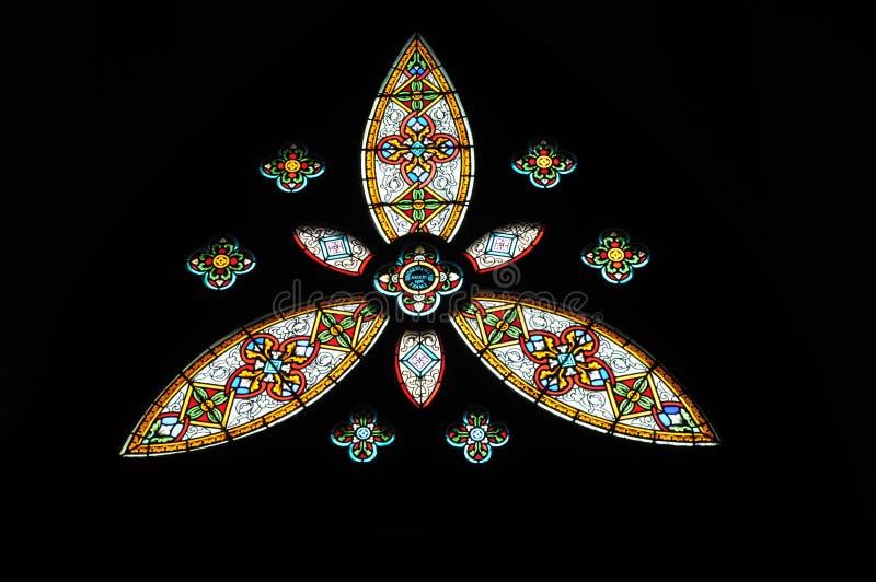 Buntglas in der Kirche lizenzfreie stockfotos