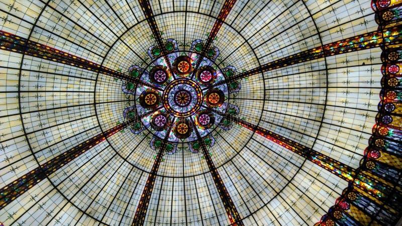 Buntglas-Rundschreiben-Dach stockbild