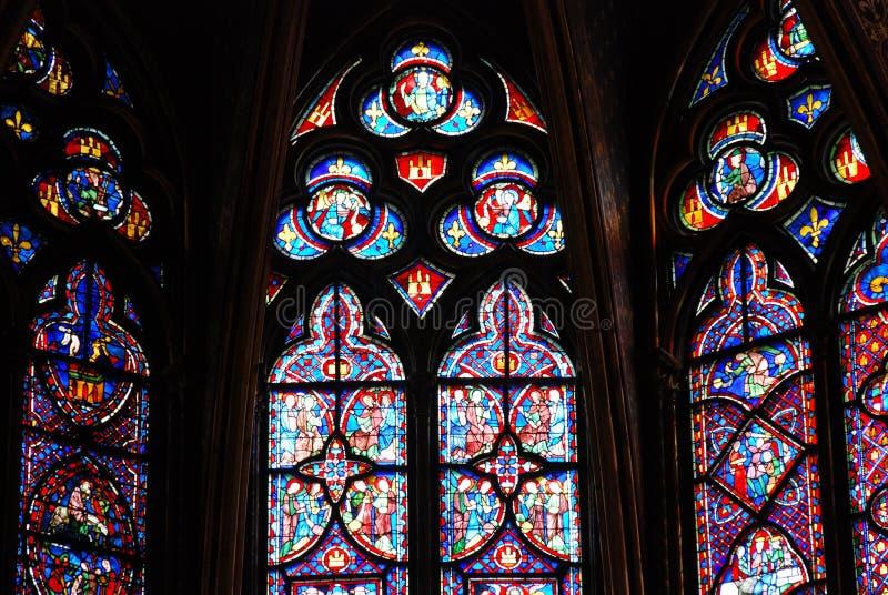 Buntglas in Sainte Chapelle Paris lizenzfreies stockbild