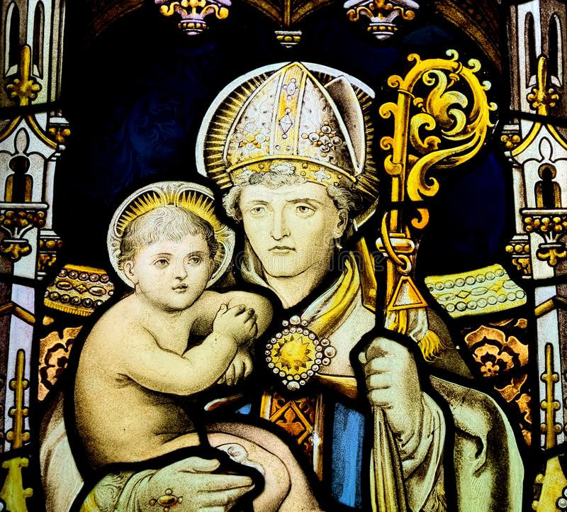 Buntglasfenster, das Baby Jesus darstellt stockbild