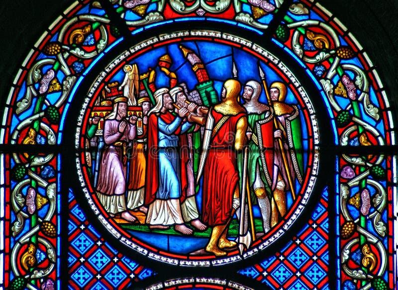 Buntglasfenster, das den Fall der Wände von Jericho zeigt stockfoto