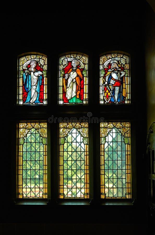 Buntglasfenster in De Haar Castle lizenzfreies stockbild