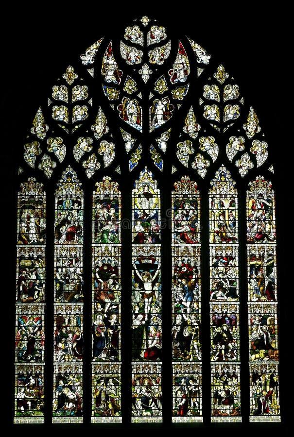 Buntglasfenster in der Chester-Kathedrale, Großbritannien lizenzfreies stockfoto