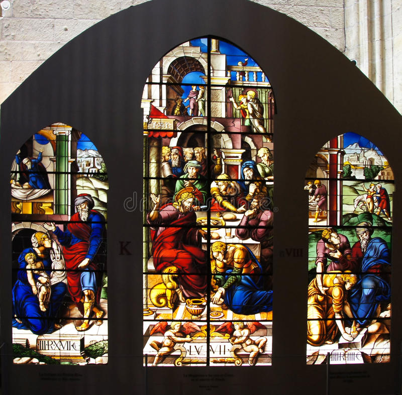 Buntglasfenster mit biblischen Szenen lizenzfreie stockfotos