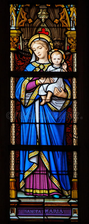 Buntglasfenster von Madonna mit Kind lizenzfreies stockbild