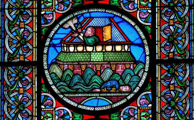 Buntglasfenster, welches das Gebäude von Noahs-Arche zeigt lizenzfreie stockbilder