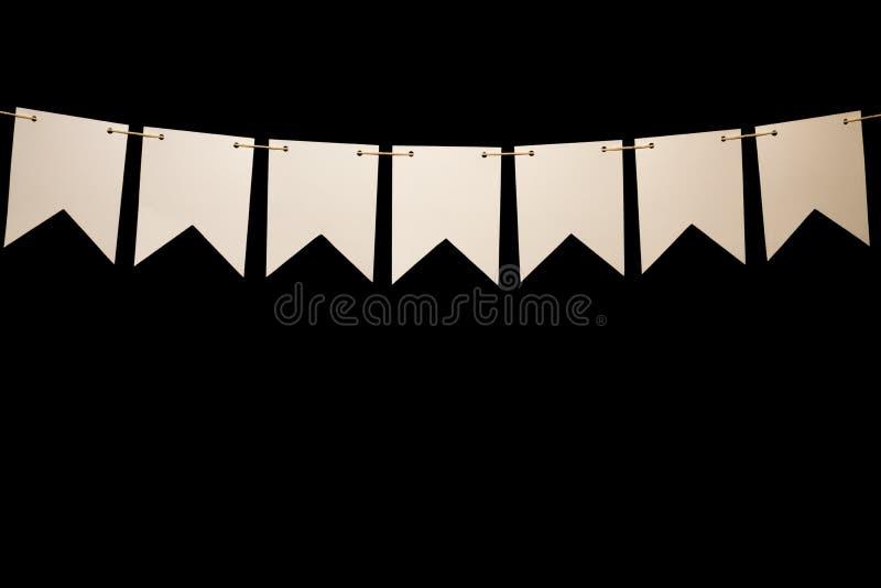Bunting, zeven witte vormen op koord voor bannerbericht stock fotografie