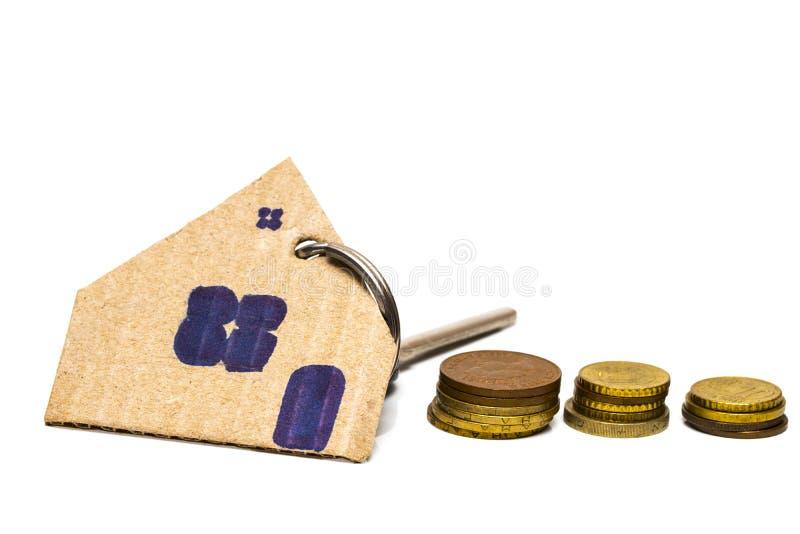 Buntmynt och wood modell för hus, begreppsidé för räddning och purc royaltyfria foton
