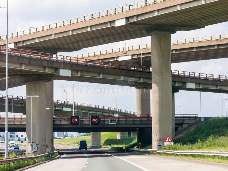 Buntutbyte för Motorway A12-A4 Prins Clausplein, Haag, N arkivbilder