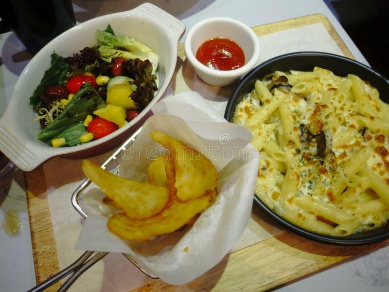 Buon alimento in ristorante fotografie stock