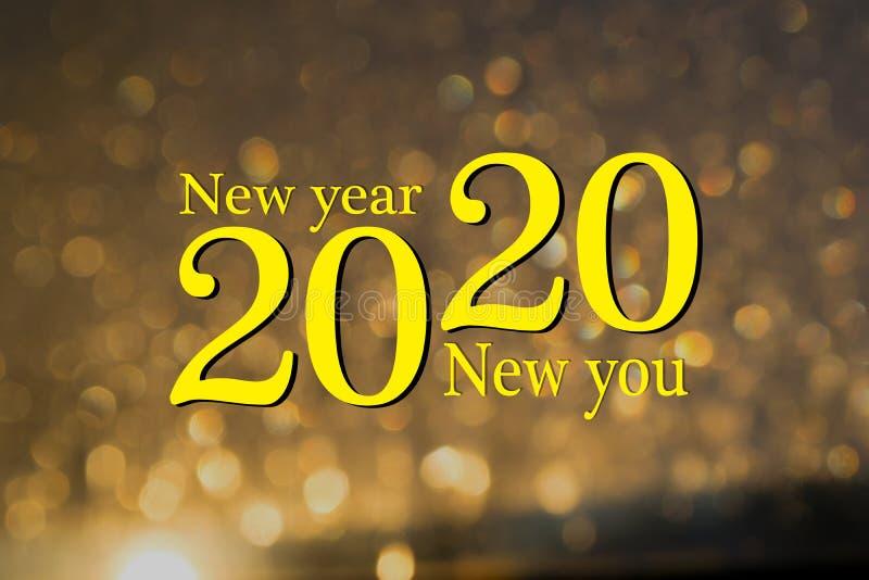 Buon anno 2020 Nuovo anno, nuovo te, inizio, obiettivi Messaggio concettuale scritto con vernice gialla Puoi iniziare fotografie stock