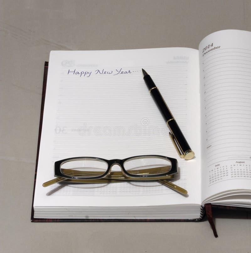 Buon anno scritto ad una pagina del diario fotografie stock libere da diritti