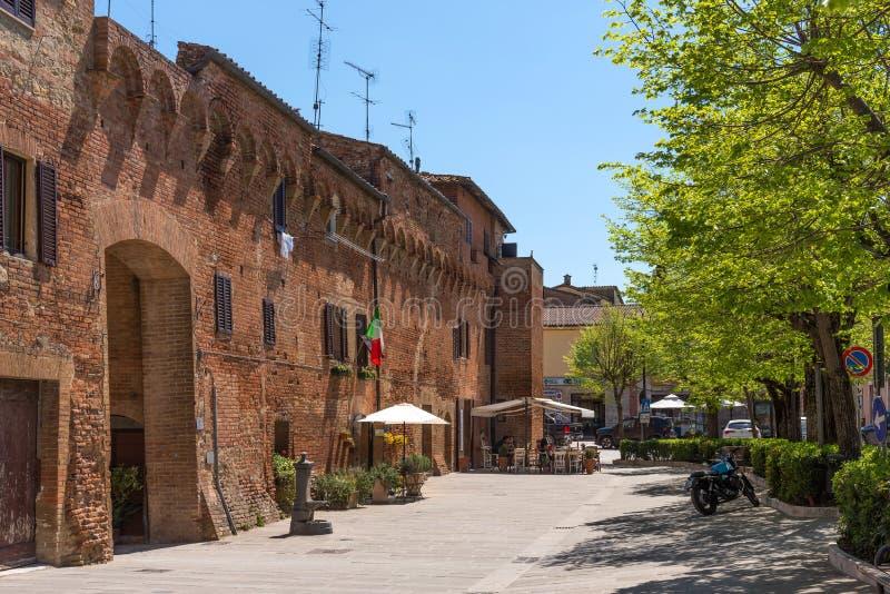 Buonconvento, Italia - 22 de abril de 2018: Buonconvento, uno de los pueblos más hermosos de Italia imagen de archivo libre de regalías