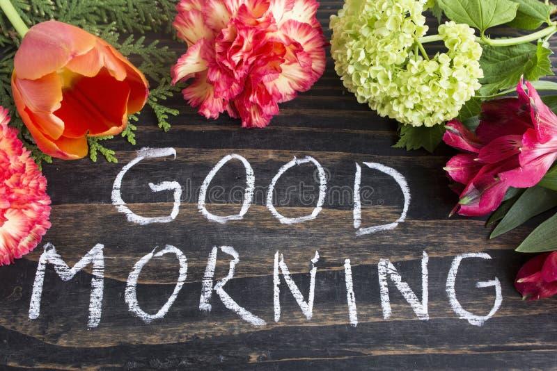 Buongiorno di parole con i fiori fotografia stock