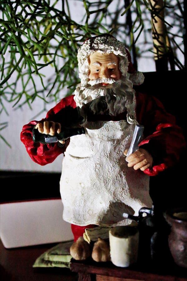 Buongustaio il Babbo Natale in pieno di gioia fotografia stock