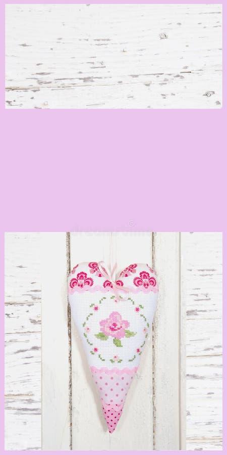 Buono con cuore fatto a mano nel rosa per la festa della mamma o val rosa fotografia stock