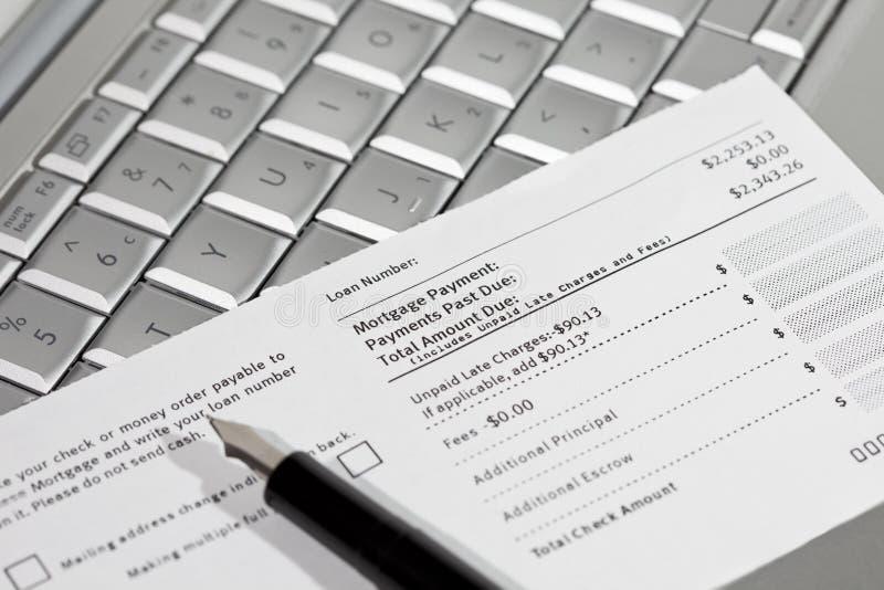 Buono, penna e computer portatile di pagamento ipotecario immagine stock