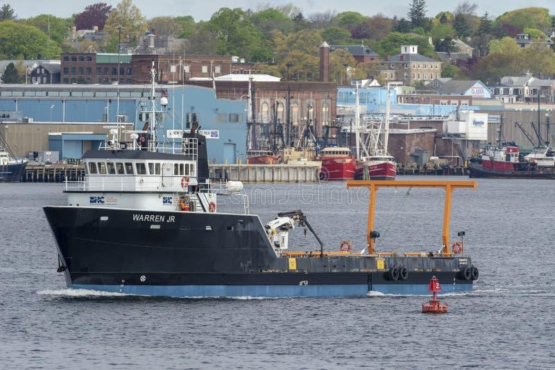 Buque costero Warren Jr de la fuente que deja Fairhaven fotos de archivo