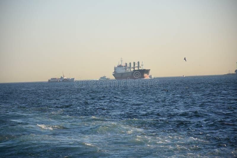Buque de carga Bosphorus imágenes de archivo libres de regalías