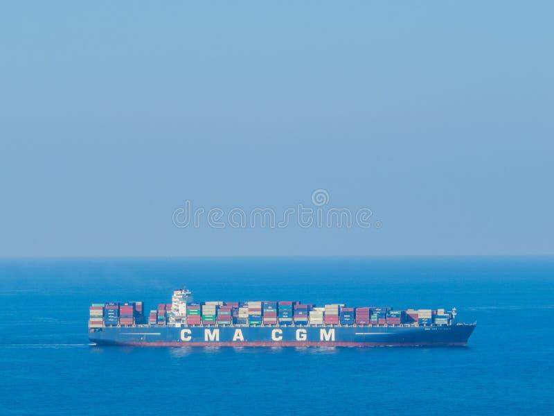 Buque de carga en Beirut, Líbano fotografía de archivo