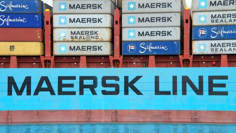 Buque de carga GUNVOR MAERSK que entra en el puerto de Oakland imágenes de archivo libres de regalías