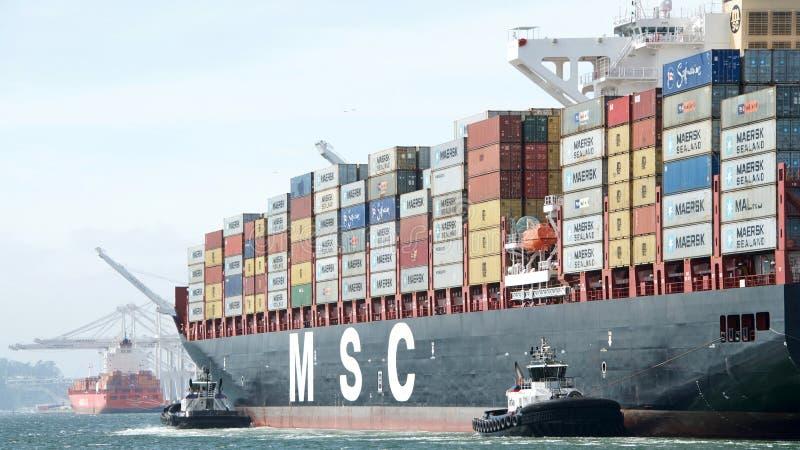 Buque de carga MSC BRUNELLA que entra en el puerto de Oakland fotografía de archivo libre de regalías