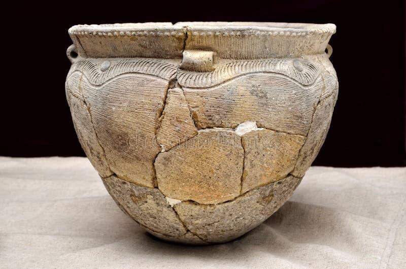 Buque de cerámica antiguo, cultura de Trypillian, Ucrania, milenio 4 A.C. imagen de archivo libre de regalías