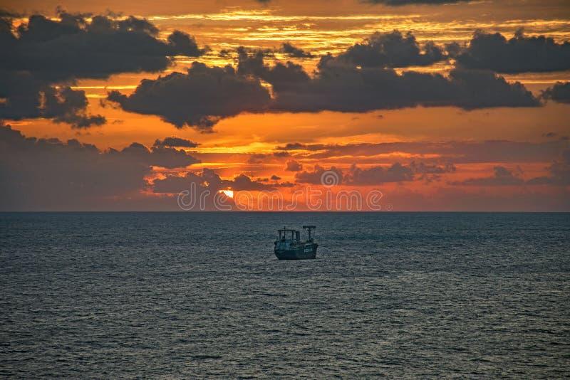 Buque de petróleo cerca de los marismas del puerto en Fort Lauderdale, la Florida, los E.E.U.U. imagen de archivo libre de regalías