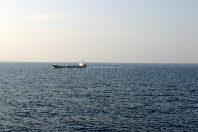 Buque de petróleo en el mar foto de archivo libre de regalías