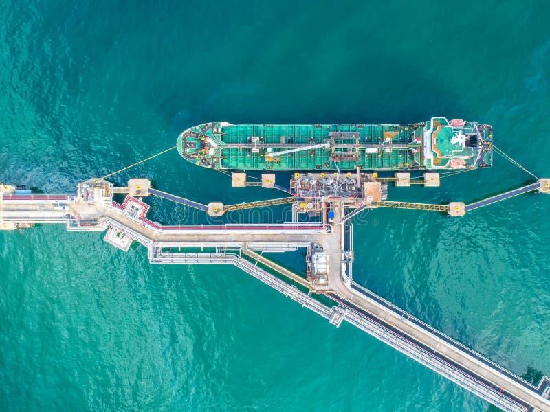 Buque de petróleo, petrolero del gas en el alto mar Cargo s de la industria de la refinería fotografía de archivo