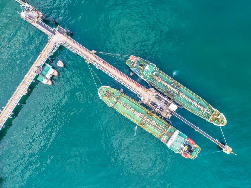 Buque de petróleo, petrolero del gas en el alto mar Cargo s de la industria de la refinería foto de archivo