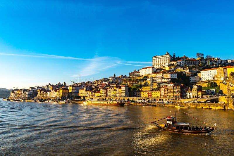 Buque de vino del puerto de Oporto foto de archivo