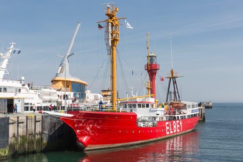 Buque faro histórico Elbe1 en puerto de la isla alemana Helgoland imagenes de archivo