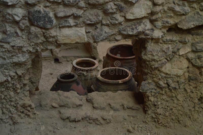 Buques preservados espectacularmente dentro de un sistema de casas en el sitio arqueológico de Acrotiri Arqueología, historia, vi imagenes de archivo