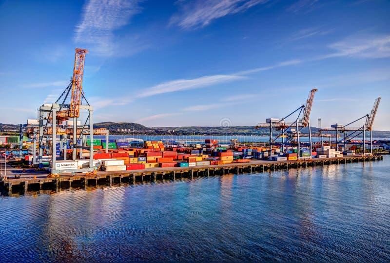 Buques y grúas del puerto de Belfast en Irlanda del Norte fotos de archivo libres de regalías