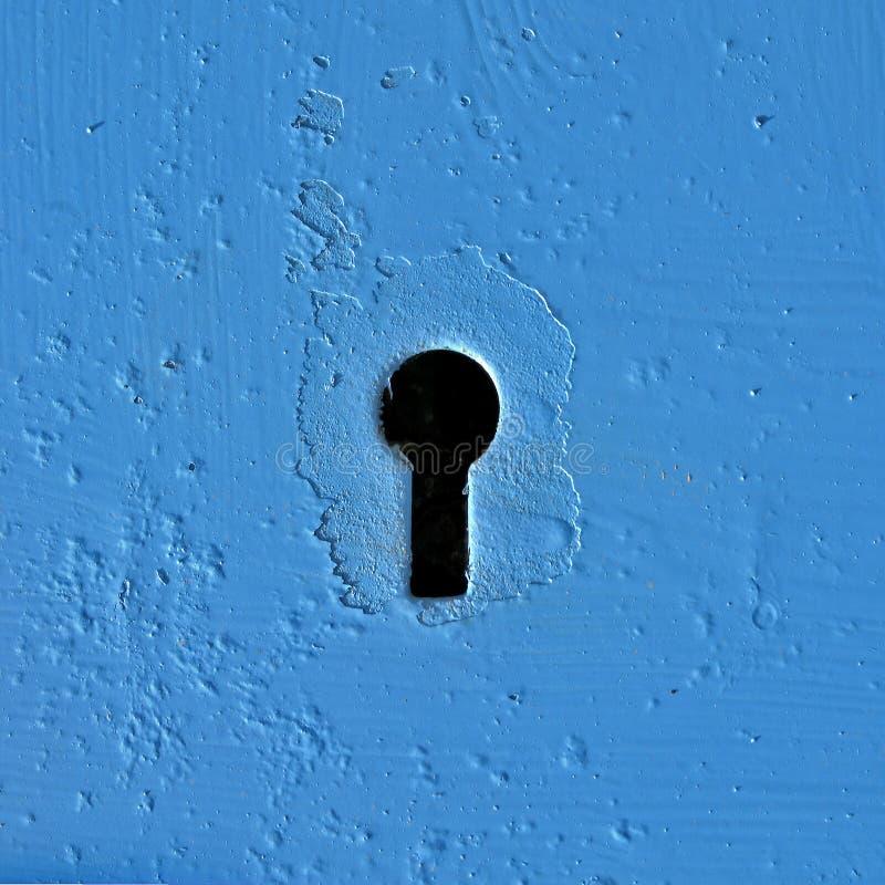 Buraco da fechadura no azul fotos de stock royalty free