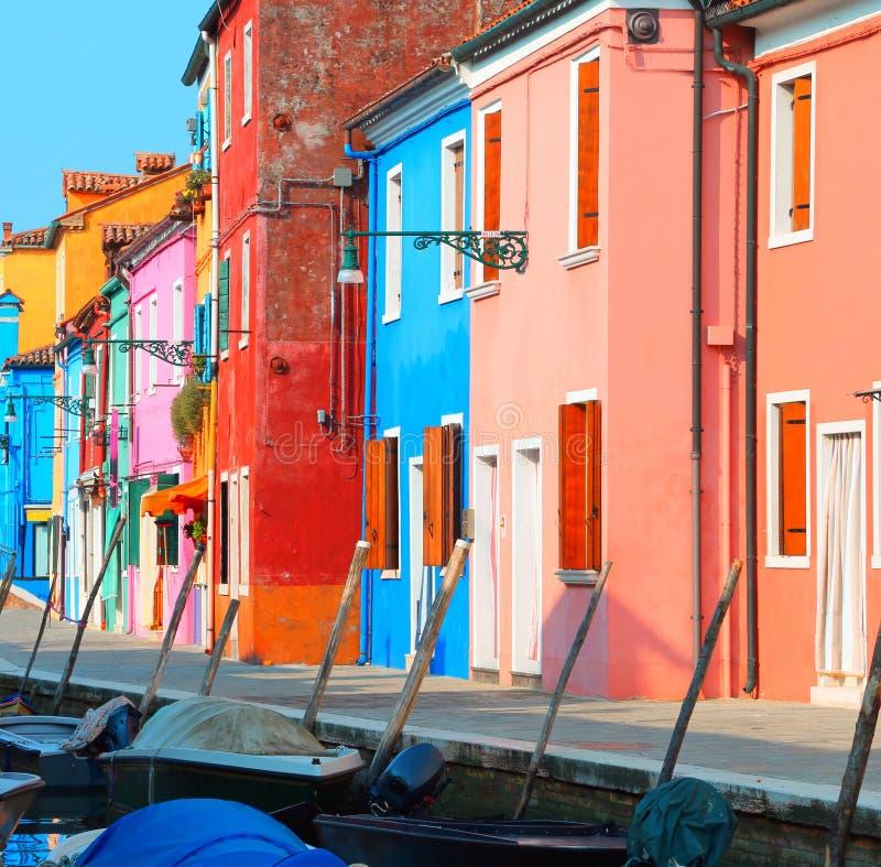Burano海岛的议院在威尼斯附近的在意大利 免版税库存照片
