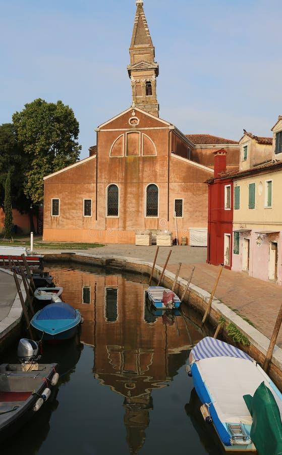 Burano海岛钟楼在威尼斯附近的 库存照片