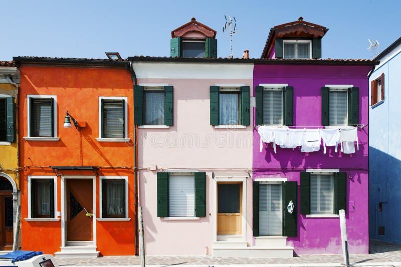 Burano海岛,威尼斯,意大利-典型的色的房子 免版税图库摄影