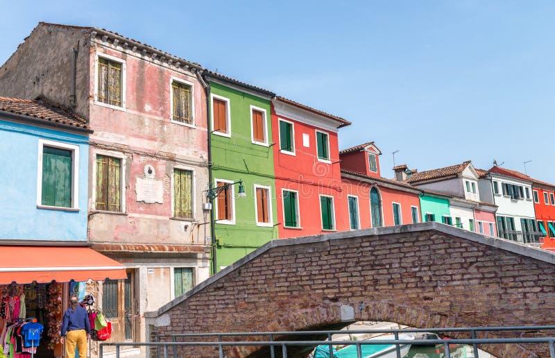 Burano,威尼斯五颜六色的大厦  免版税图库摄影