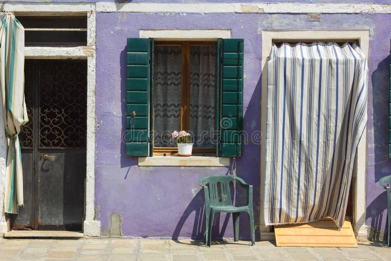Burano紫罗兰色房子细节  免版税库存照片
