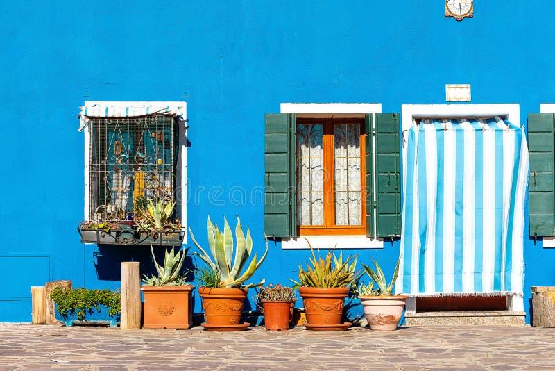 五颜六色的房子在威尼斯,意大利附近的Burano海岛 库存图片