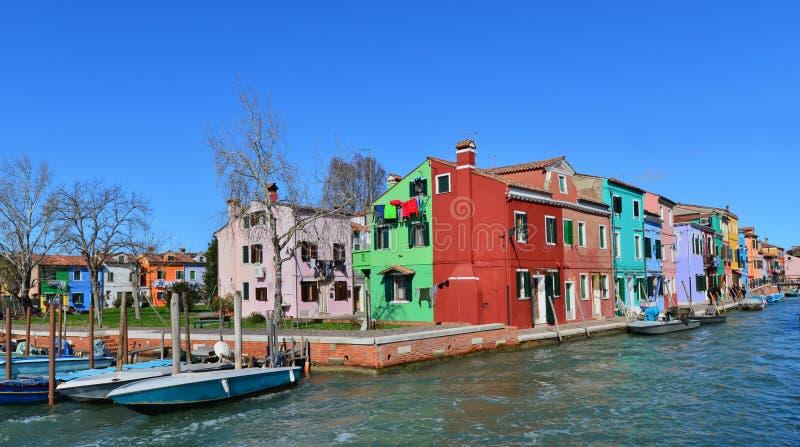 Download Burano A Coloré Des Maisons Image éditorial - Image du structure, stationnement: 87700700