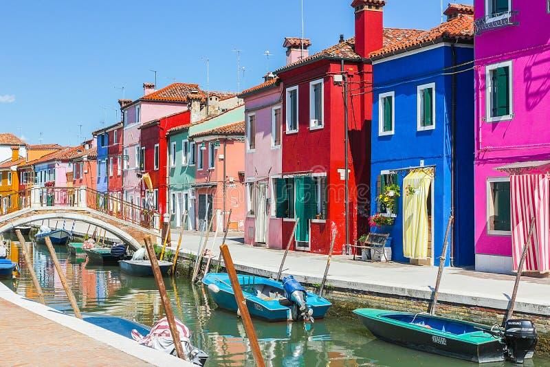 Burano, het eiland van Venetië, kleurrijke stad in Italië royalty-vrije stock foto